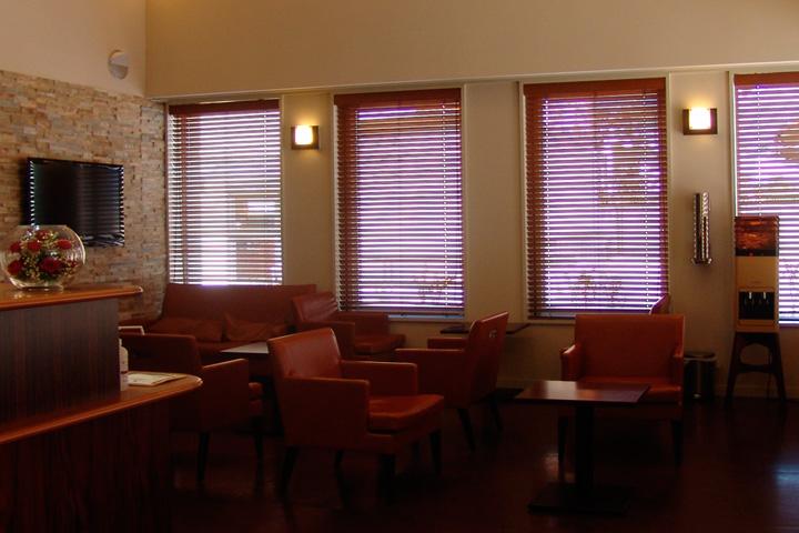 けやき内科 / 待合室にBang&Olufsenの音を