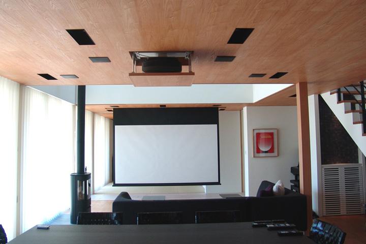 I邸 / リビングシアター:ダイナミックなシーンチェンジで非日常の空間へ誘います