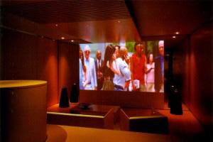 THE GEKIJYO / 住空間が劇場に。襖のスクリーンが空間を劇的に変化させます。BeoLab9