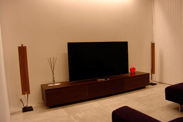 O邸 / 家中どこでも音楽を愉しむくらし ネットワークオーディオで構築 BeoLab18と4Kテレビ 絵画スピーカーArtcoustic