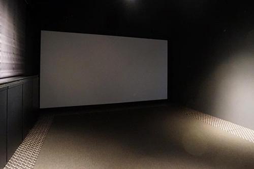 O邸 / NEXT至極のTHE BLACK ROOMをインスタレーション